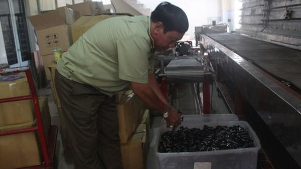 Hàng loạt mặt hàng thiết yếu dịp Tết bị làm giả, ngậm hóa chất - 2