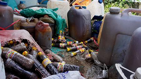 Hàng loạt mặt hàng thiết yếu dịp Tết bị làm giả, ngậm hóa chất - 4