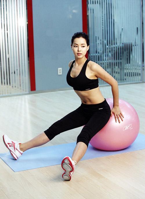 Cựu hoa hậu Hàn Quốc mát xa khỏa thân để giữ nhan sắc - 3