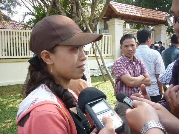 Người dân rơi nước mắt khi nghe tin ông Nguyễn Bá Thanh mất - 1