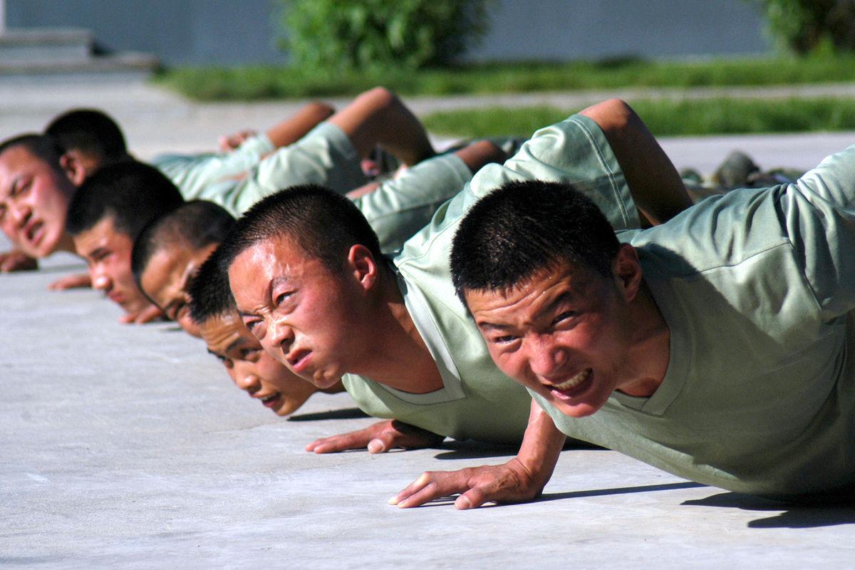 TQ: Sĩ quan béo phì không được thăng quân hàm - 1