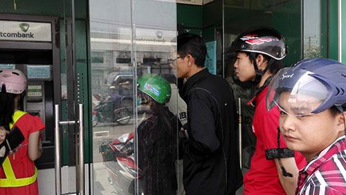 Máy ATM bị lỗi, chỉ nhả tiền 20.000 đồng gây bức xúc - 2
