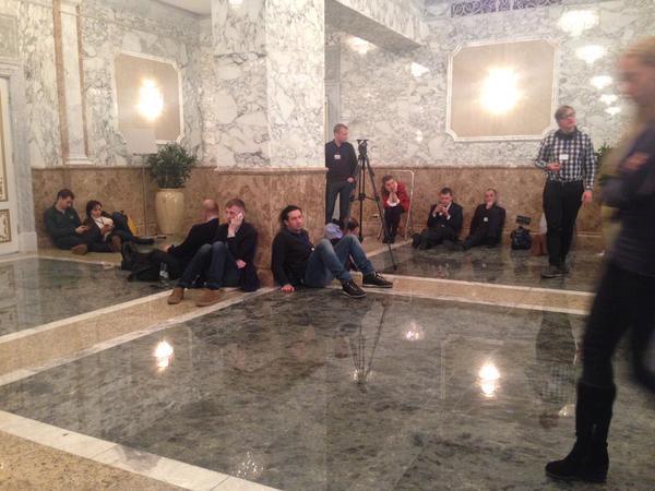 """Hội đàm Belarus """"đốn gục"""" hàng chục nhà báo - 3"""
