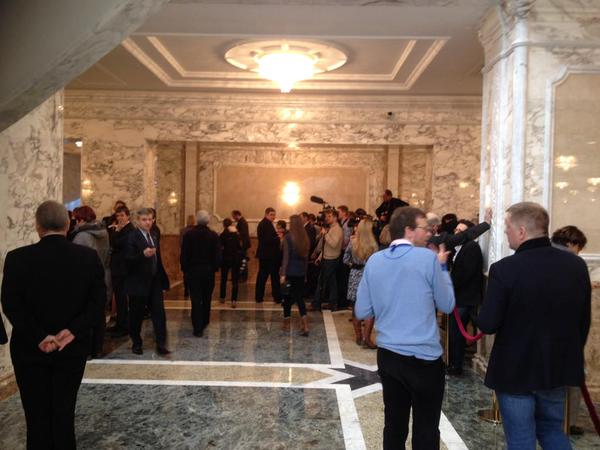 """Hội đàm Belarus """"đốn gục"""" hàng chục nhà báo - 1"""