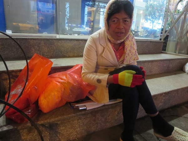 Tết ấm của người vô gia cư trên vỉa hè lạnh giá - 1