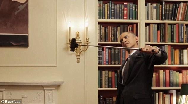 Tổng thống Obama làm mặt hề chụp ảnh tự sướng - 4