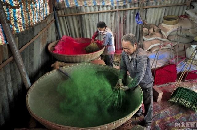 Bên trong làng làm hương nổi tiếng Trung Quốc - 5