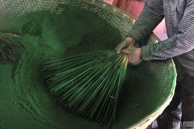 Bên trong làng làm hương nổi tiếng Trung Quốc - 4