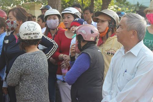 Người dân rơi nước mắt khi nghe tin ông Nguyễn Bá Thanh mất - 9