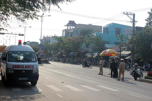 Người dân rơi nước mắt khi nghe tin ông Nguyễn Bá Thanh mất - 12