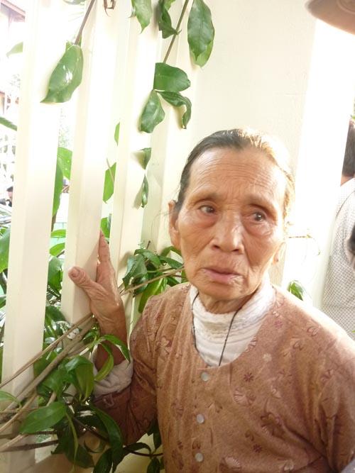 Người dân rơi nước mắt khi nghe tin ông Nguyễn Bá Thanh mất - 11