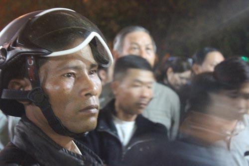 Hàng trăm người chờ viếng ông Bá Thanh trong đêm - 7