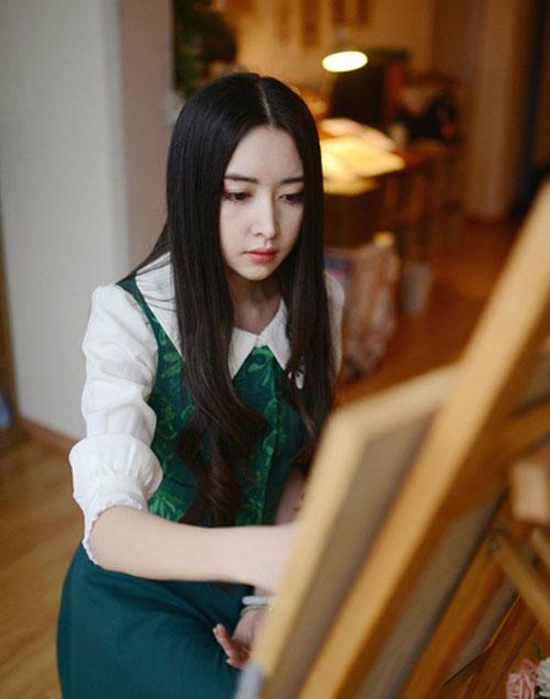 Ngẩn ngơ nhan sắc nữ họa sĩ đẹp hơn tranh vẽ - 2