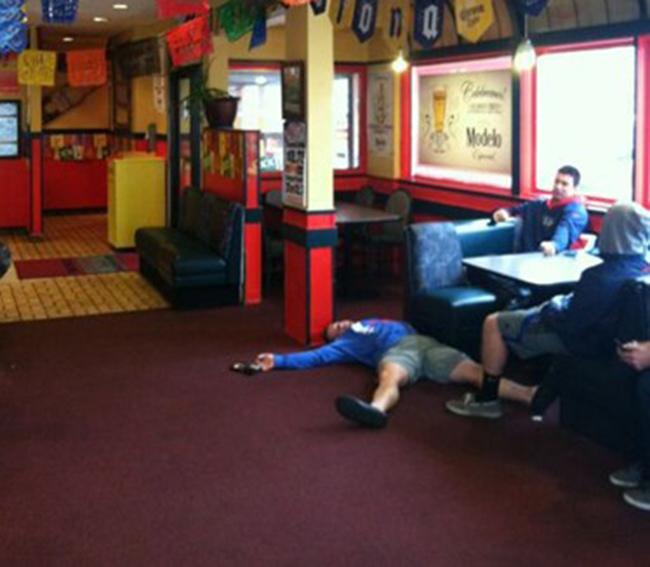 Hình ảnh khó đỡ của những người say xỉn - 1