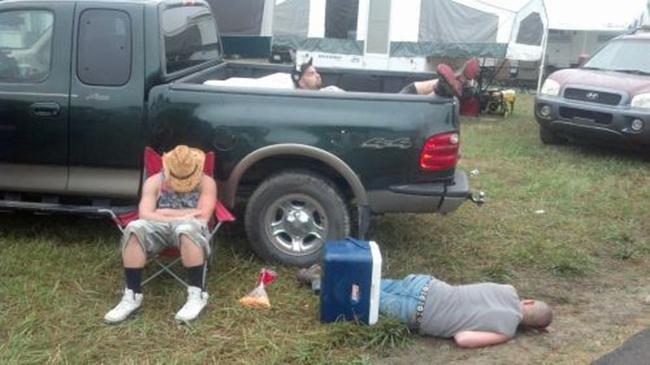 Hình ảnh khó đỡ của những người say xỉn - 2