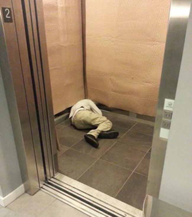 Hình ảnh khó đỡ của những người say xỉn - 8