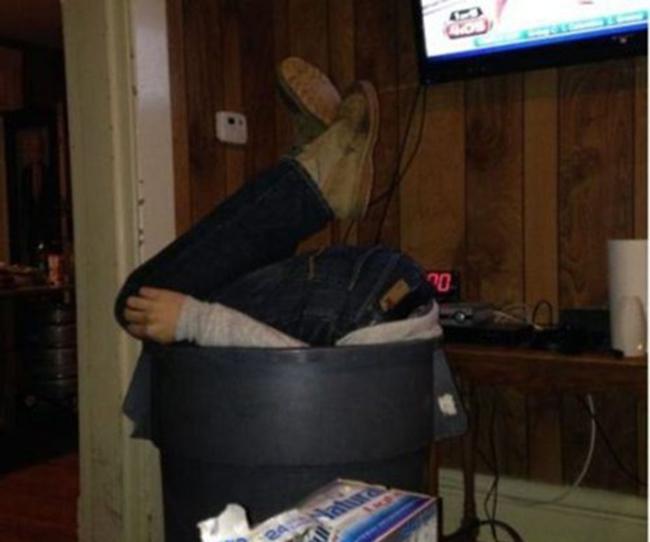 Hình ảnh khó đỡ của những người say xỉn - 6