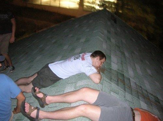 Hình ảnh khó đỡ của những người say xỉn - 4