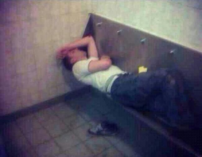 """Không đỡ nổi với hình ảnh của những người """"say xỉn"""" - 5"""