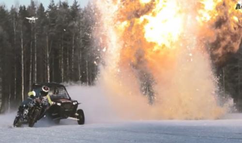Choáng: Đua xe trên mặt hồ đóng băng, kết hợp ném lựu đạn - 1
