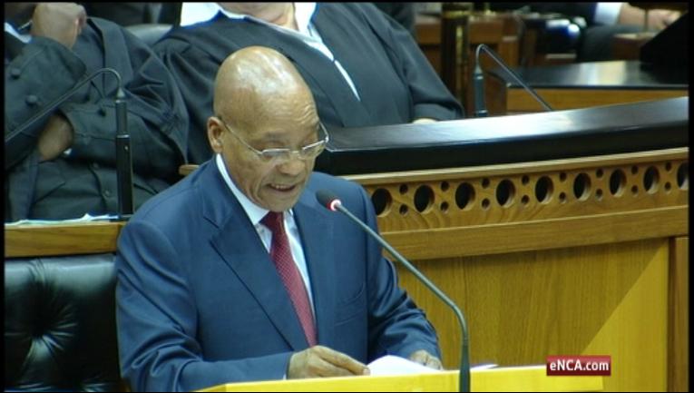 Nghị sĩ Nam Phi đánh nhau với cảnh sát trong nghị trường - 1
