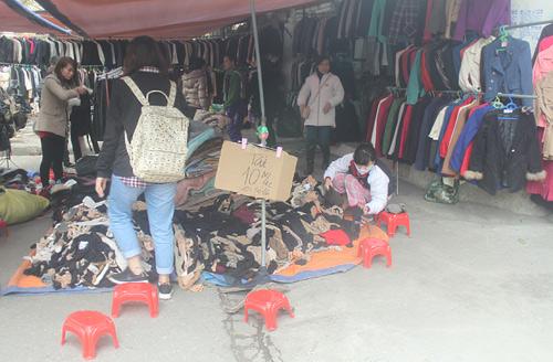 HN: Shop thời trang lưa thưa khách mua ngày cận tết - 2
