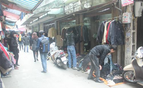 HN: Shop thời trang lưa thưa khách mua ngày cận tết - 1