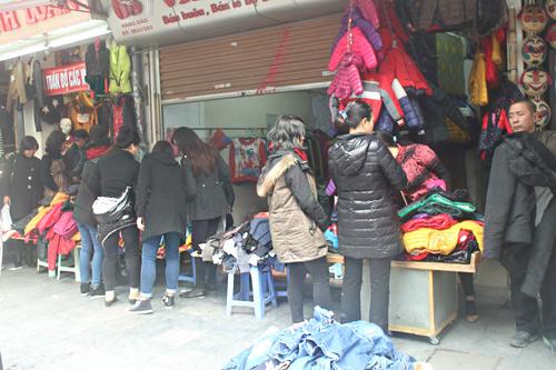 HN: Shop thời trang lưa thưa khách mua ngày cận tết - 3