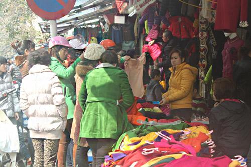 HN: Shop thời trang lưa thưa khách mua ngày cận tết - 7