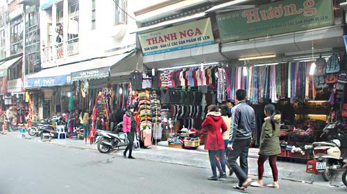 HN: Shop thời trang lưa thưa khách mua ngày cận tết - 4