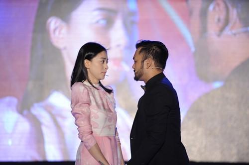 Ngô Thanh Vân chạm môi người yêu tin đồn trên sân khấu - 2