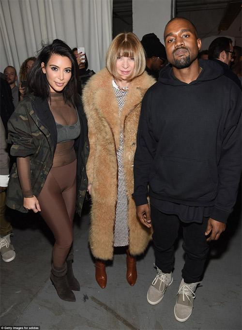 """Choáng với thiết kế """"mặc như không"""" của Kanye West - 2"""