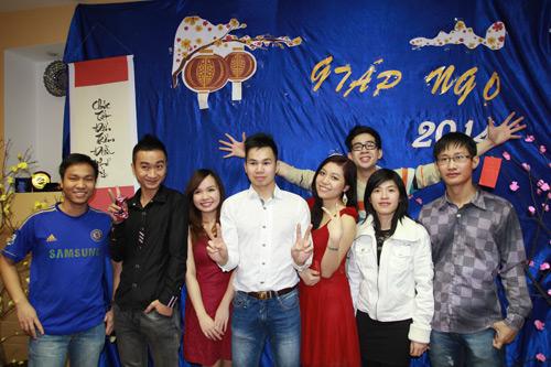 Du học sinh Việt thức trắng đêm chuẩn bị Tết - 1