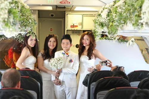 Cặp đôi đồng tính nữ tổ chức đám cưới trên máy bay - 6