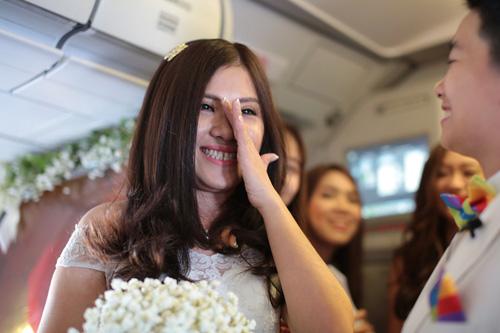 Cặp đôi đồng tính nữ tổ chức đám cưới trên máy bay - 5