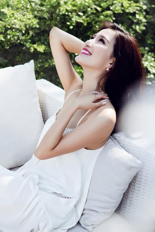 Nữ MC tuổi Mùi khoe vẻ đẹp mong manh - 5