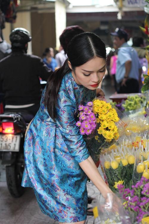 Theo chân Dương Cẩm Lynh đi chợ sắm Tết - 2