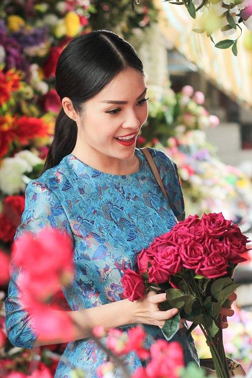 Theo chân Dương Cẩm Lynh đi chợ sắm Tết - 5