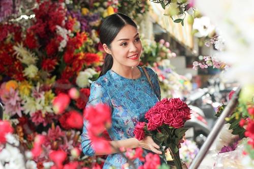 Theo chân Dương Cẩm Lynh đi chợ sắm Tết - 6