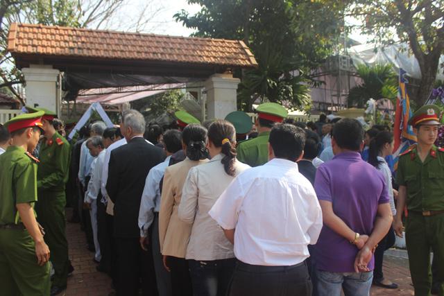 Nghẹn ngào lễ viếng ông Nguyễn Bá Thanh - 2