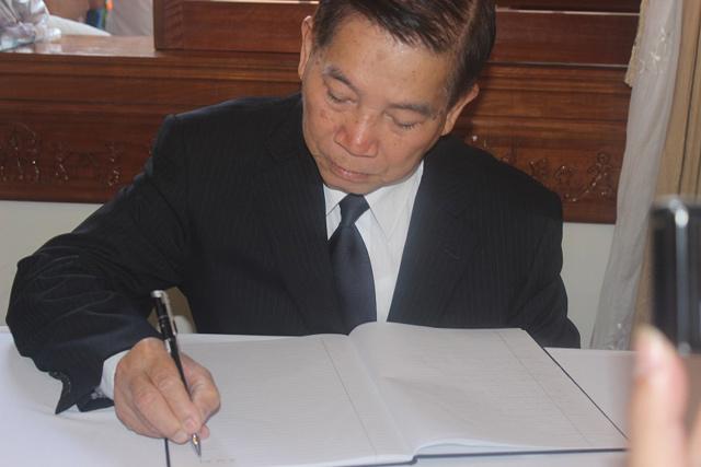 Nghẹn ngào lễ viếng ông Nguyễn Bá Thanh - 9