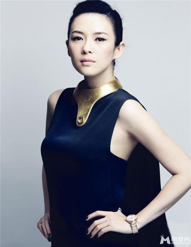 """Chương Tử Di sinh ngày 9/2/1979. Cô được mệnh danh là """"đả nữ"""" của màn ảnh Trung Quốc với nhiều bộ phim xuất sắc như Thập diện mai phục, Ngọa hổ tàng long, Anh hùng, Dạ yến và mới đây nhất là Thái Bình Luân."""