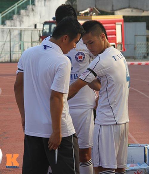Thầy trò HLV Huỳnh Đức tưởng nhớ ông Nguyễn Bá Thanh - 2