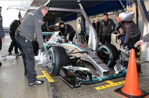 F1 2015 sau đợt thử xe đầu: Mercedes dè chừng Ferrari (P1) - 1