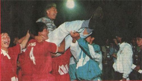 20 năm sau tấm HCB SEA Games, bóng đá Việt tiến hay lùi? - 1