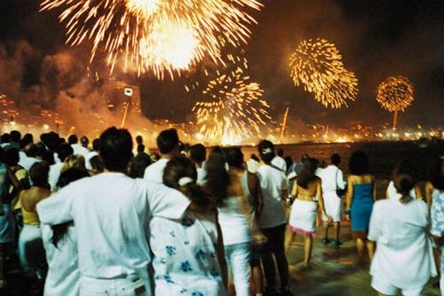 Những phong tục đón năm mới kỳ quặc khắp 5 châu - 1