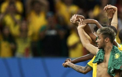 Những hình ảnh ấn tượng nhất 2014: Neymar ăn mừng nghệ thuật (P1) - 7