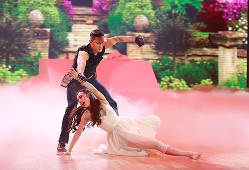 Angela Phương Trinh sa sút phong độ khi thi nhảy - 2