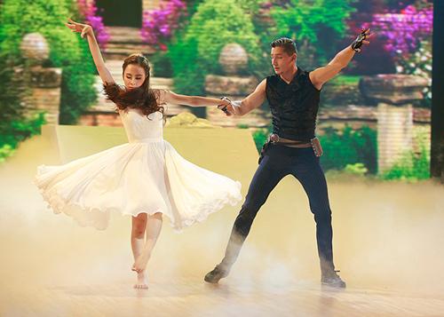 Angela Phương Trinh sa sút phong độ khi thi nhảy - 1