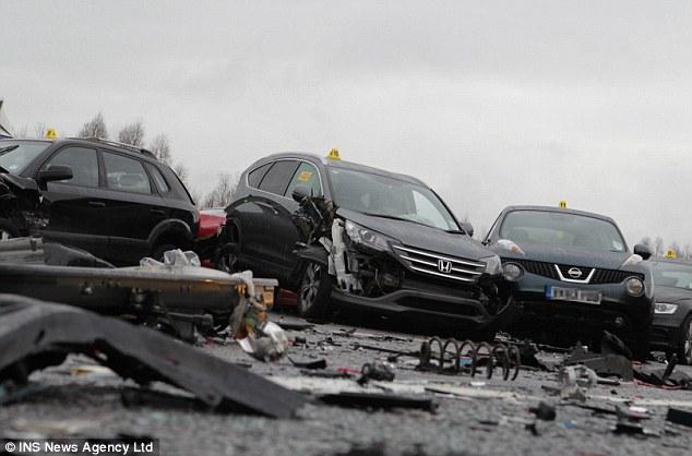 Anh: 40 xe đâm nhau liên hoàn, 54 người thương vong - 6